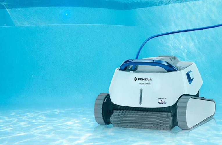 Cleaning Pools with Robots